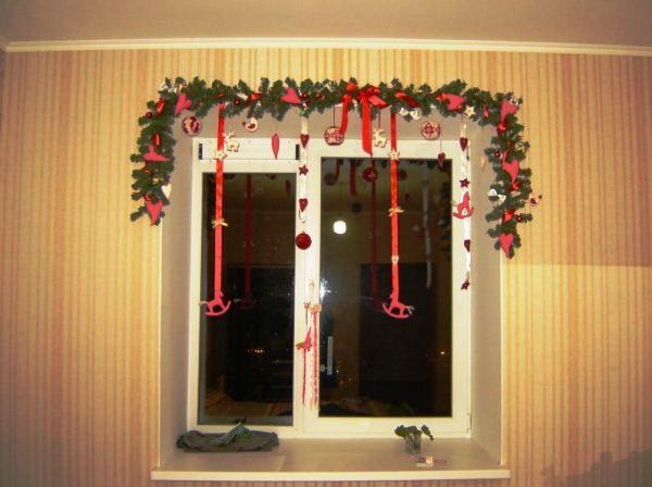 как гирляндой украсить окно фото