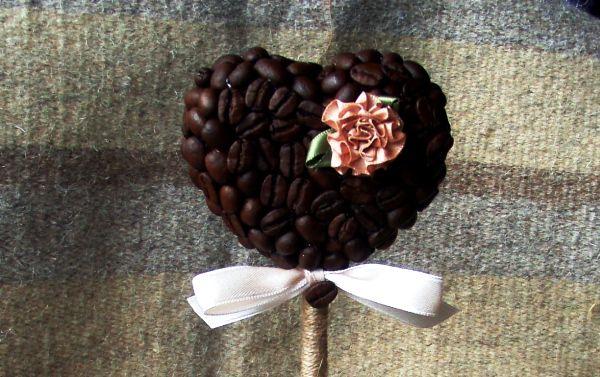 топиарий сердце из кофейных зерен