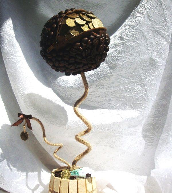 топиарий из кофе с молнией и монетами