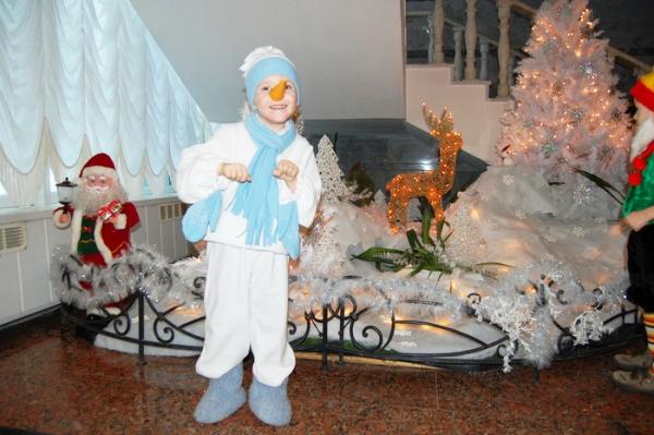 Фото новогодний костюм снеговика
