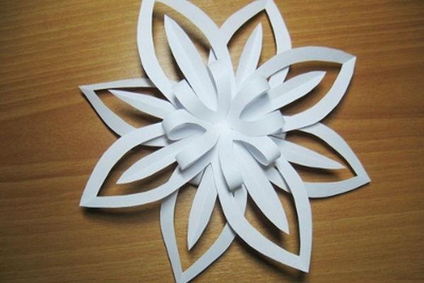 Объемная снежинка из бумаги своими руками поэтапно фото