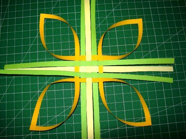obemnaya-snezhinka-iz-bumagi-foto-8 Оригами – объемные снежинки: схемы изготовления, шаблоны, фото. Как сделать объемную новогоднюю снежинку 3D из бумаги своими руками: пошаговая инструкция