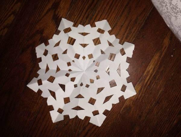 снежинки из бумаги фото 22