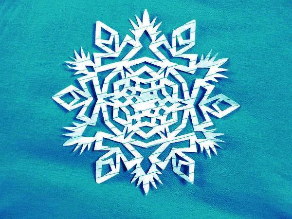 снежинки из бумаги фото 6