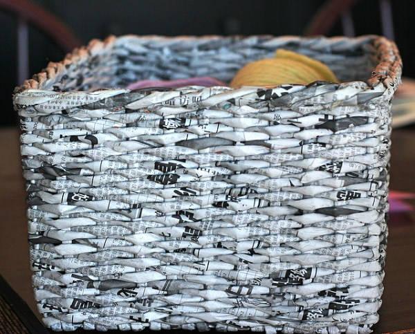 Фото корзинки из газетных трубочек