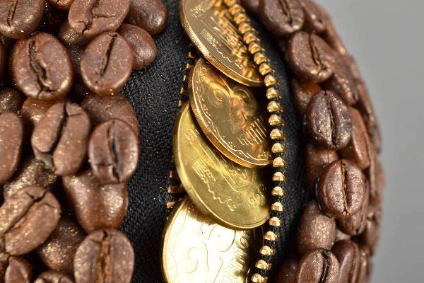 топиарий из кофе и монет