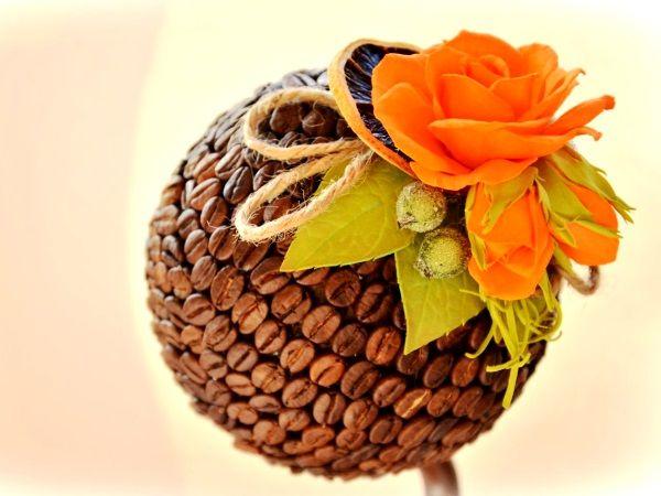 топиарий из кофе и цветов