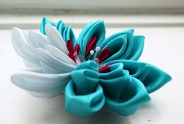 цветы из атласных лент фото 12
