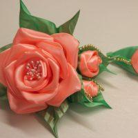 цветы из атласных лент фото 16